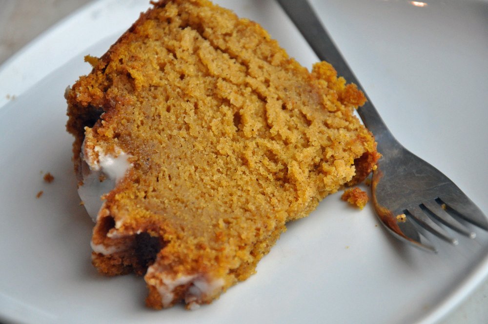 pumpkin bundt cake slice